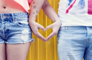Sexy couple - Heart with hands